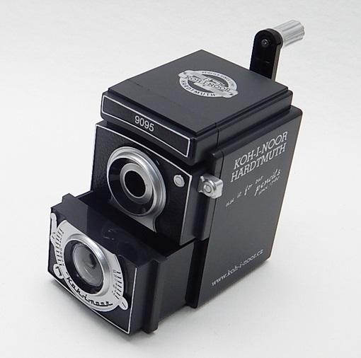 長得像相機的削鉛筆機,雖然是塑膠製外殼,但質感還不錯 >w< (照片是網路蒐來)