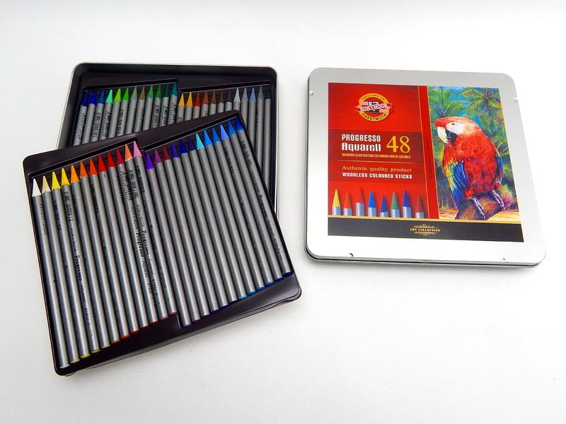 496c4bd1d8d Plechová krabička ukrývá soupravu 48 ks akvarelových pastelek v laku  Progresso. Kresba se dá štětcem rozmýt a docílit tak kouzelných barevných  přechodů.