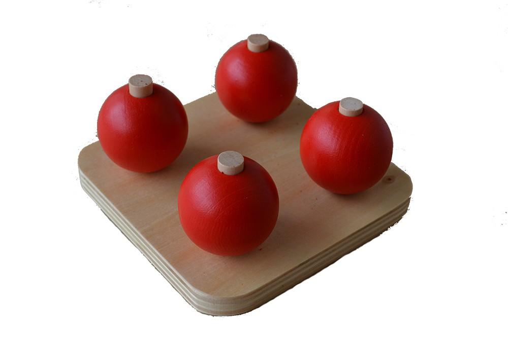 Dřevěné koule na kolících - červené